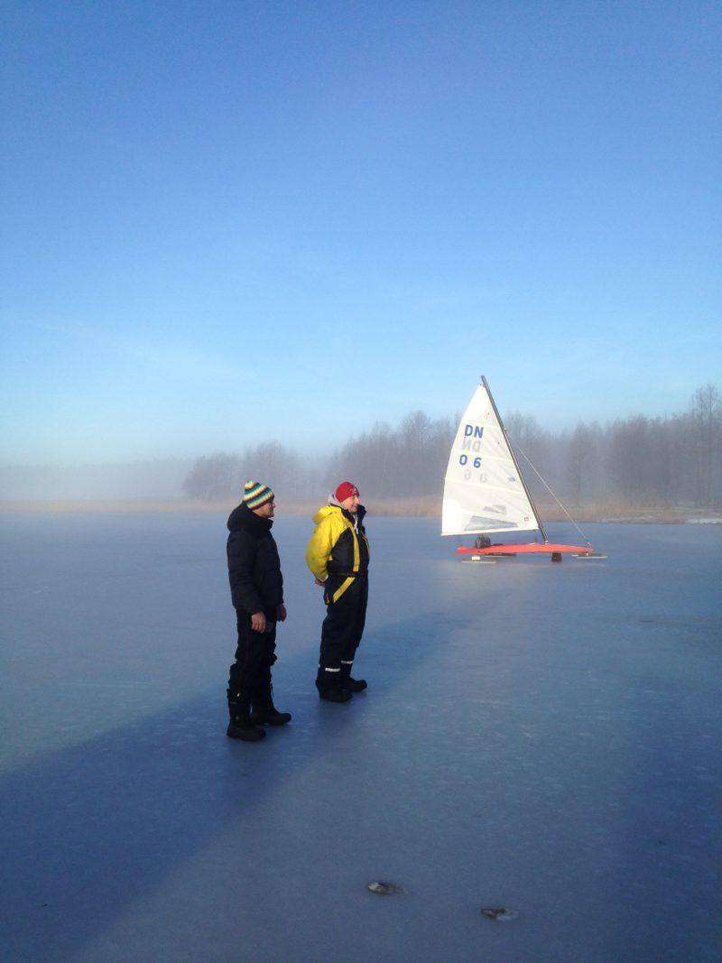 Ledus jahtu sacensības Usmas ezerā